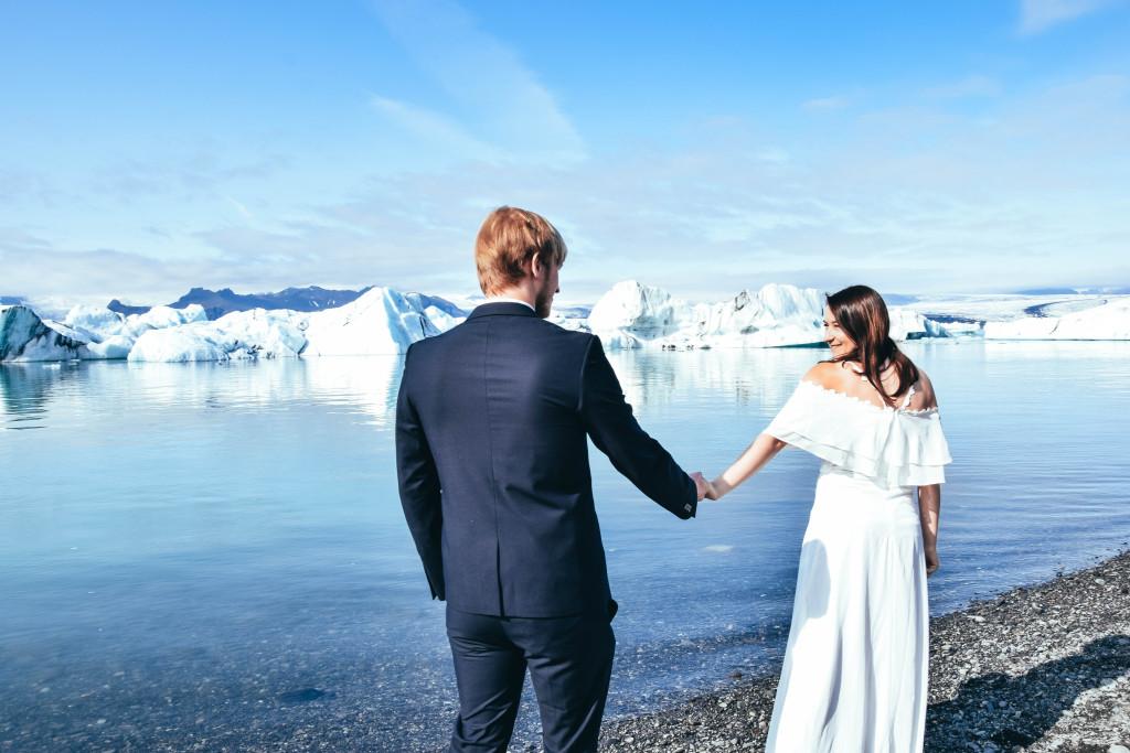 Islande-séance-couple-Jokulsarlon-glacier-Iceland-Mariage-wedding-destination
