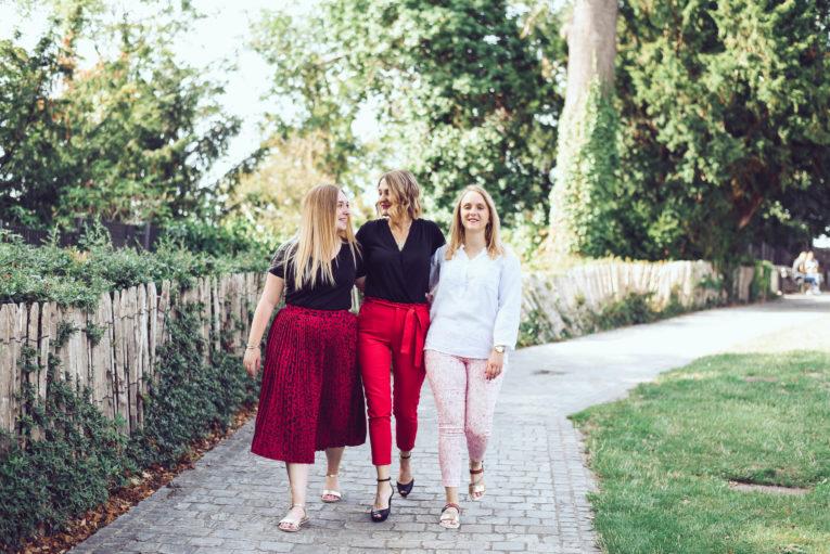 séance photos en famille, une maman avec ses deux filles. séance photos par Emotion is art