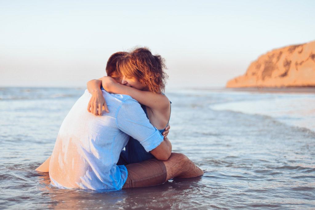 séance-couple-à-la-côte-d-opale-france-Emotion-is-Art-photographe-belge