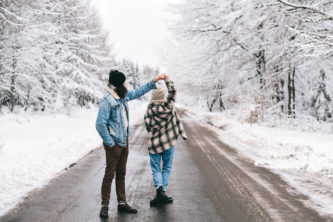Séance couple sous la neige à Saint-Hubert